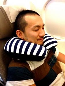 飛行機,ネックピロー,寝方,music