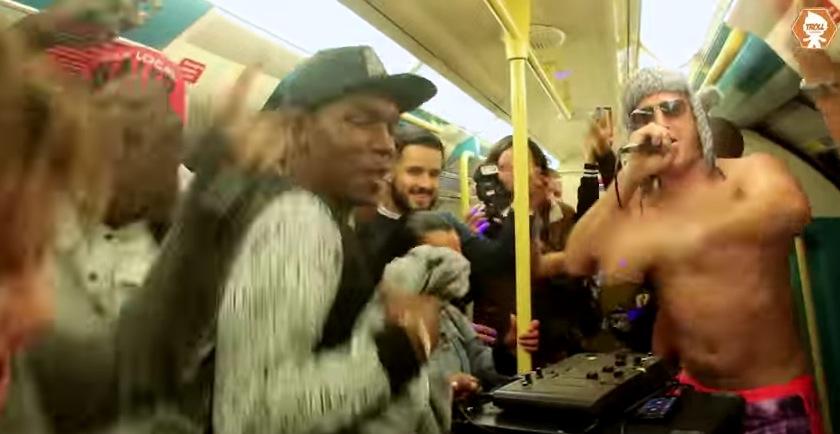 街中,電車,踊る,ダンス