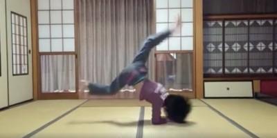 シェア500越え!超ハイレベルムーブで話題の小学生三年生BBOYヒカル君が新年の挨拶ムーブ動画を公開