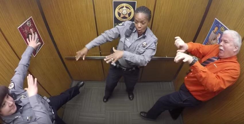 警察官,ダンス,面白い,上司,ネイネイ
