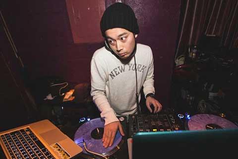 DJ_TOSHI