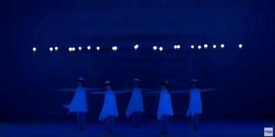 【動画あり】これは新しい!ドローンとライトを使ったダンスパフォーマンス