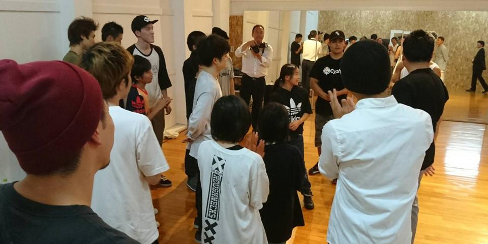 """次世代育成プロジェクト「The Floorriorz Academy」スタジオ We Areに、 川崎市長 """"福田 紀彦""""氏が表敬訪問!!ブレイクダンスに大興奮!"""