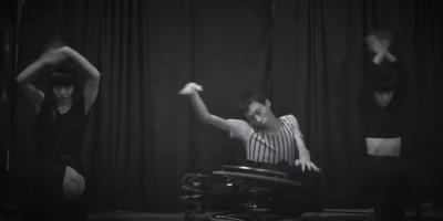ダークな世界観で魅了する動画作品公開。AyaBambiと車椅子パフォーマーかんばらけんたがコラボ
