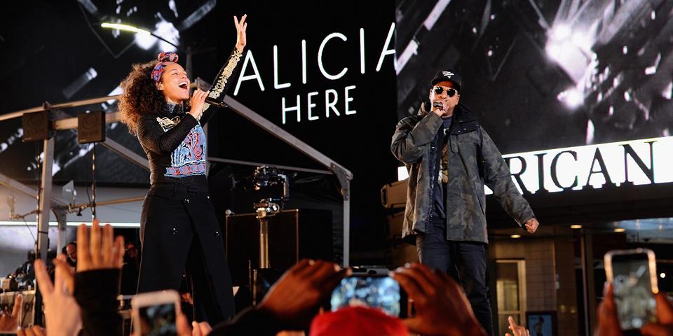 【動画あり】アリシア・キーズがニューアルバムに先駆けたサプライズライブを敢行、ジェイ・ジーやナズ等も参加しNYが大合唱