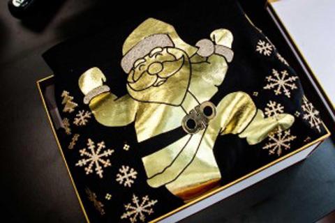 2チェインズが世界一高額な「アグリークリスマスセーター」を発売!?