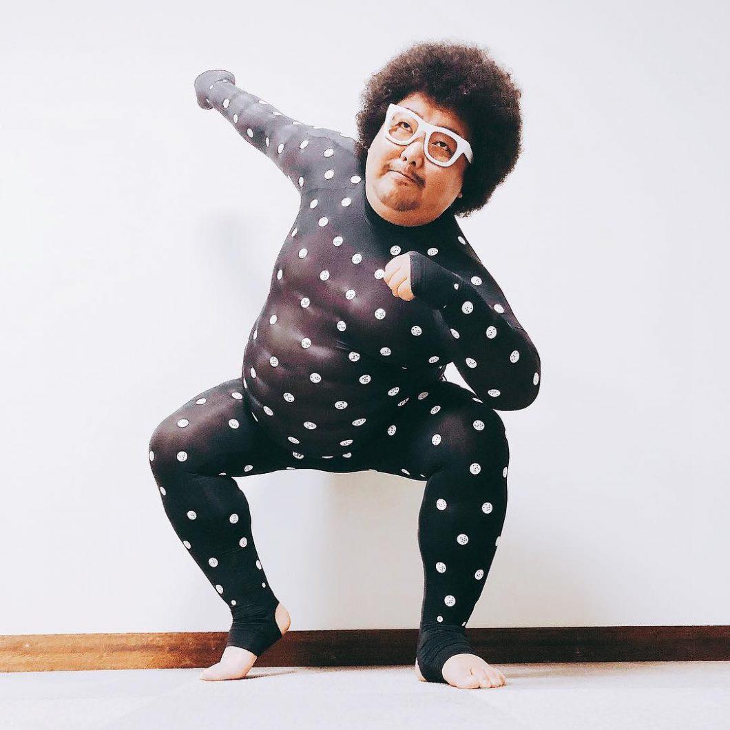 体重100kgの踊れるMC MORIYA、ZOZOスーツおじさんとして快進撃が止まらない!